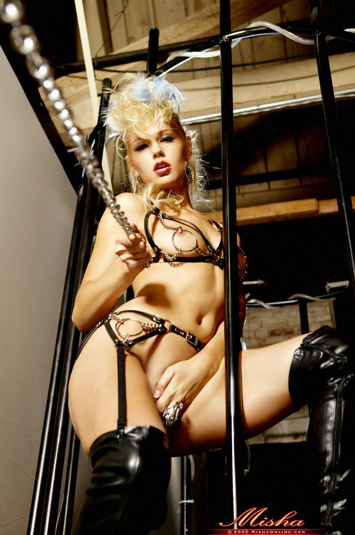 Эротичная Crystal Klein