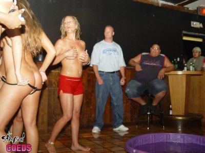 Секс вечеринка в клубе