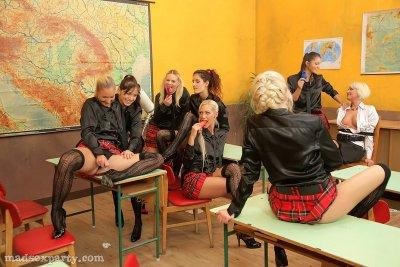 Лесбийская оргия в школе